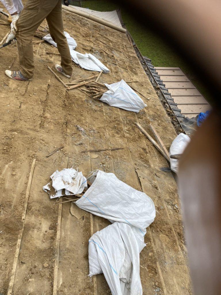 既存屋根材の撤去するリフォーム屋根