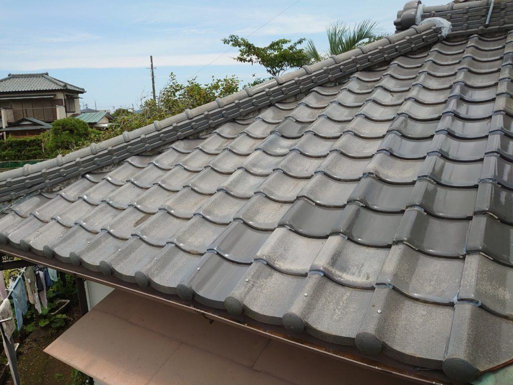 損壊した瓦屋根とブリキ屋根の修繕